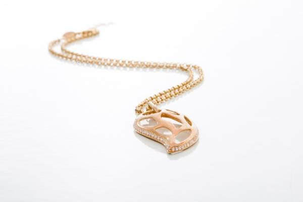 offrir collier en or pour déclarer sa flamme